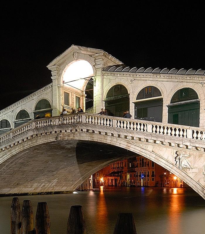 rialto bridge apostoli palace venice