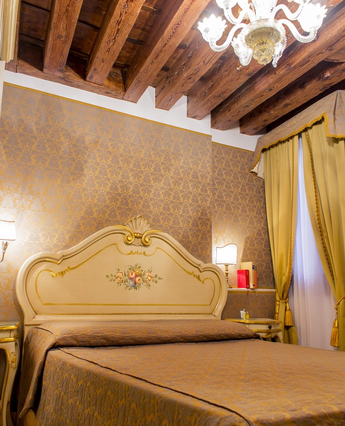 room double romantic economic venetian style